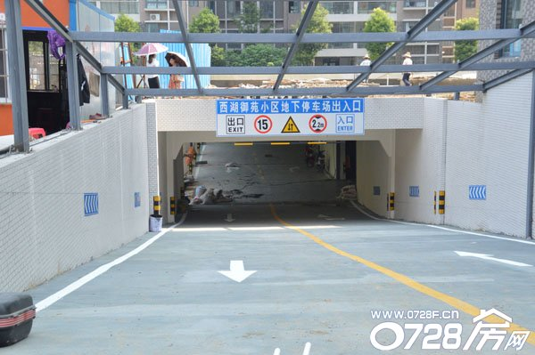 地下停车场入口基本施工完毕