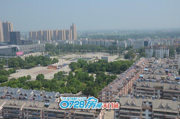 竟陵华府上俯瞰体育馆和陆羽广场