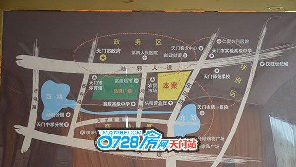 从项目区位图可看出靠近东湖,陆羽广场紧邻其旁
