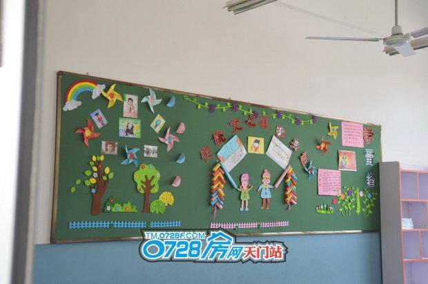 教师内生动有趣的黑板报,不断的培养孩子动手能力和创造能力