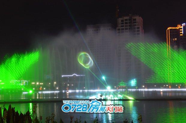 一束束光线描绘东湖的美