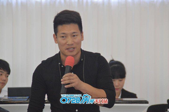"""湖北""""龙腾武道""""教育连锁机构总经理王经理发表讲话"""