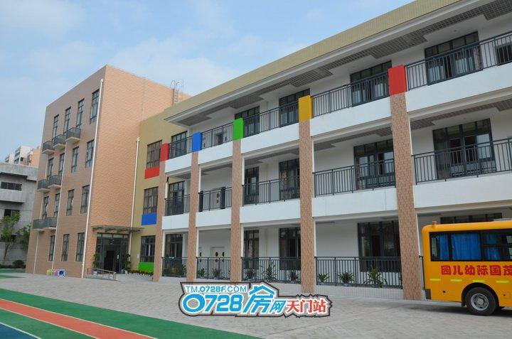 华茂阳光城毗邻繁华,靠近便利生活圈。