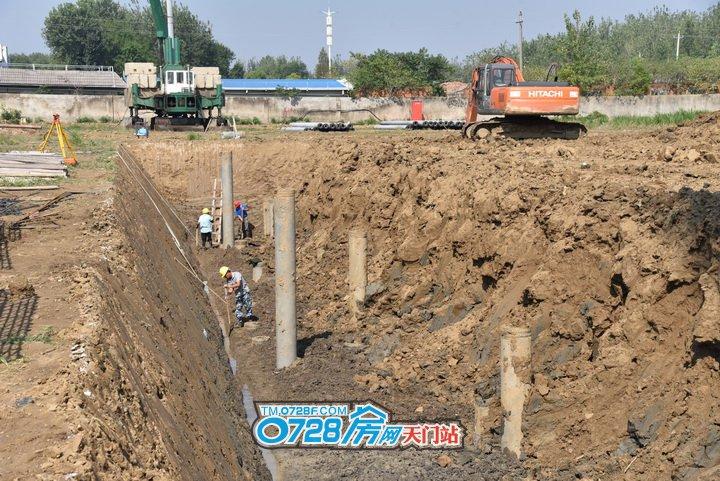 4号楼正在挖基坑