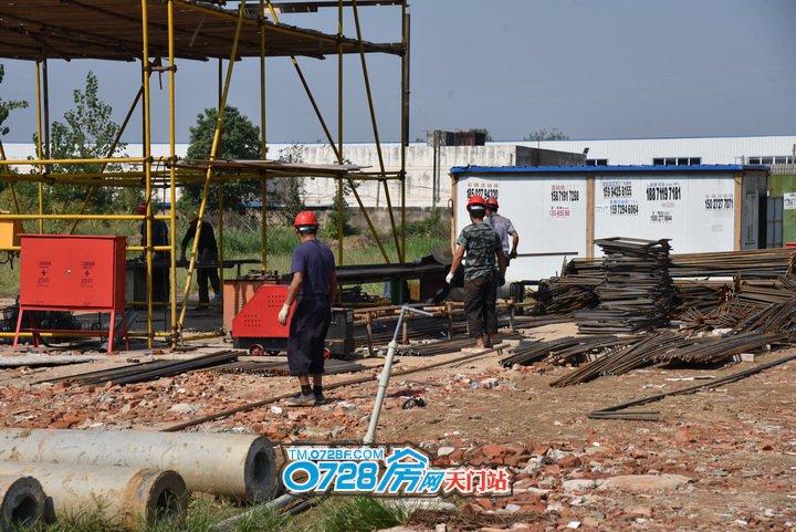 钢筋加工区正在施工中