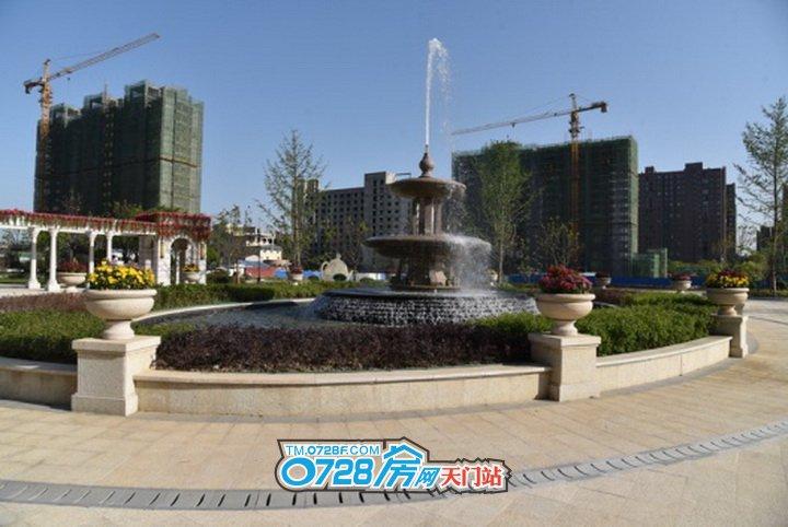喷泉、绿植就在眼前,呼吸之间全是新氧和活力
