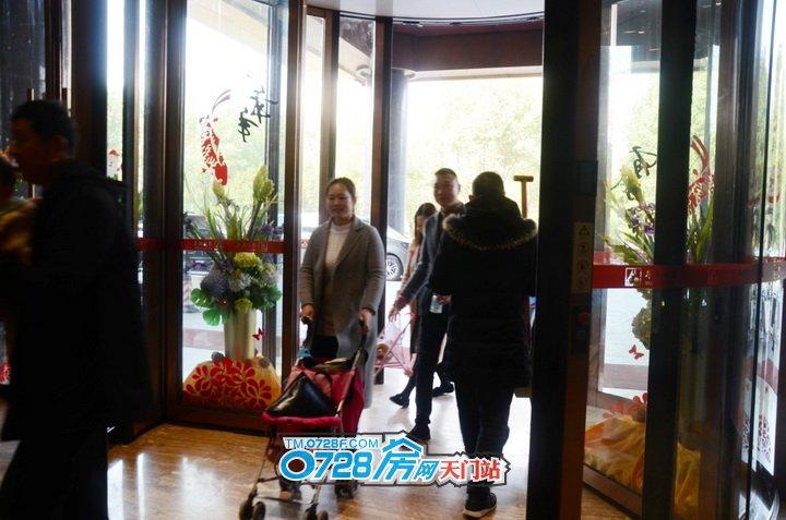 上午9点,阳光正好,客户朋友们陆续来到华泰酒店一楼大厅签到。